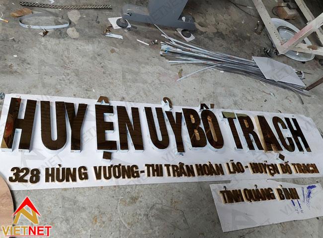 Chu-inox-vang-guong-huyen-uy-bo-trach-1