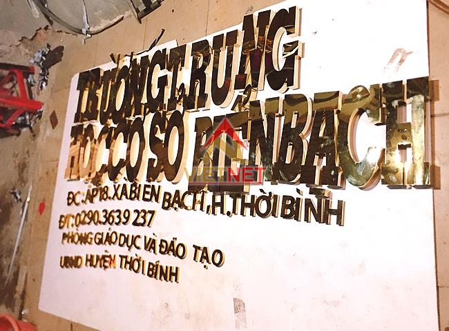 bang-hieu-chu-inox-vang-truong-bien-bach