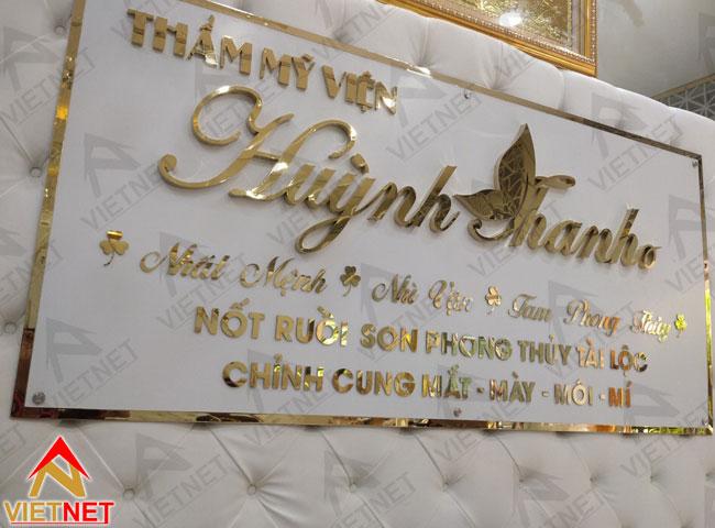 gia-cong-chu-noi-inox-vang-vien-tham-my-huynh-thanh-4