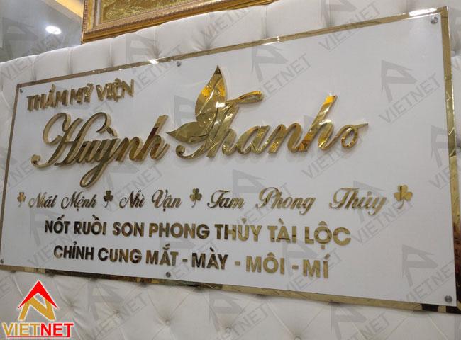 gia-cong-chu-noi-inox-vang-vien-tham-my-huynh-thanh-6