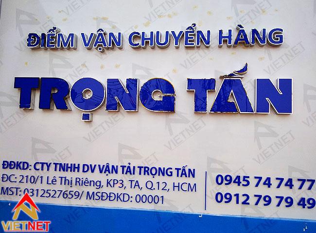 gia-cong-chu-inox-long-mat-mica-trong-tan