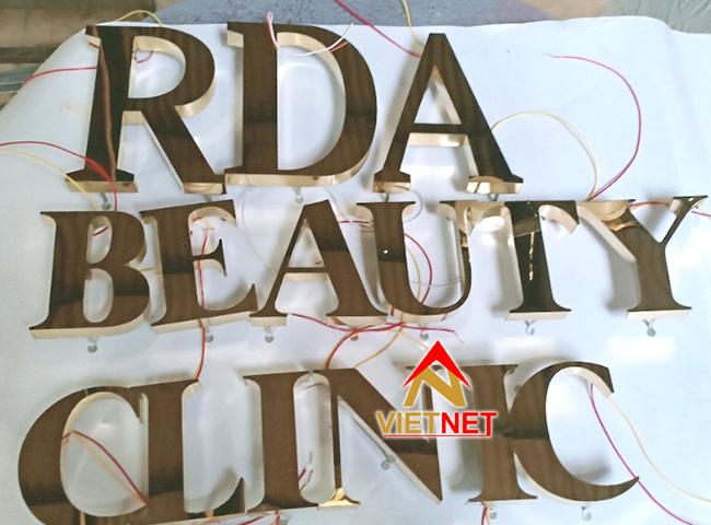 gia cong mau chu noi inox vang beauty clinic