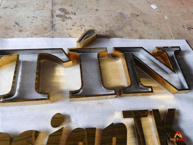 Chữ inox vàng hữu tín design