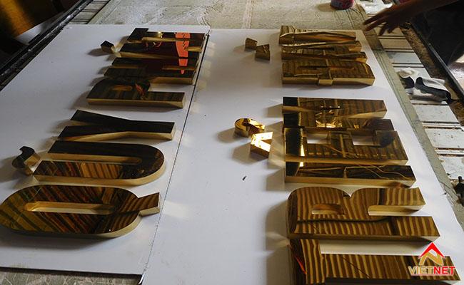 chữ nổi inox vàng phát triển đất