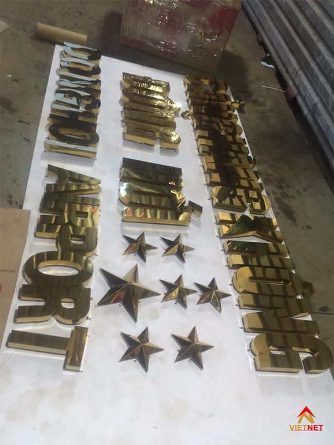 Chữ inox vàng cảng hàng không đồng hới 1