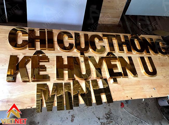 gia-cong-chu-inox-vang-chi-cuc-thue-huyen-u-minh