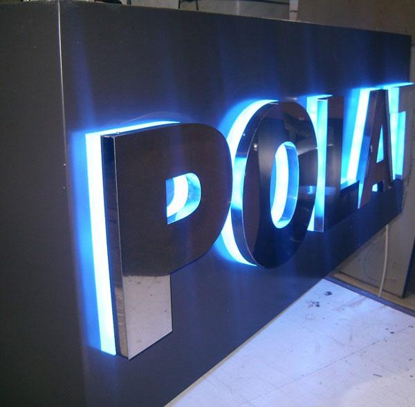 bảng hiệu alu chữ nổi gắn đèn led
