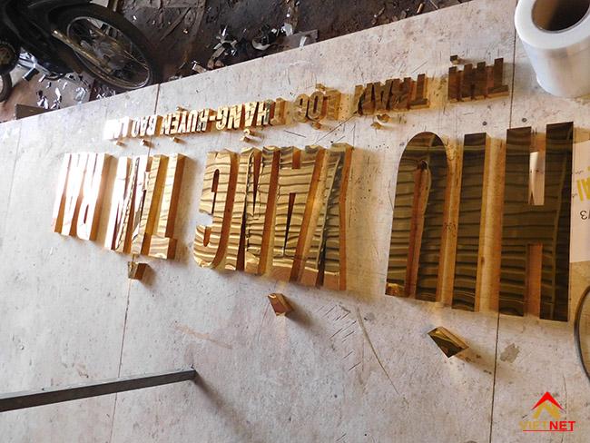 Chữ inox vàng Hìu Yang Tân Rai 3