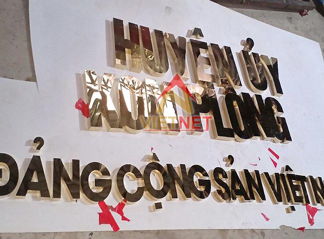 chu-inox-vang-huyen-uy-kon-plong