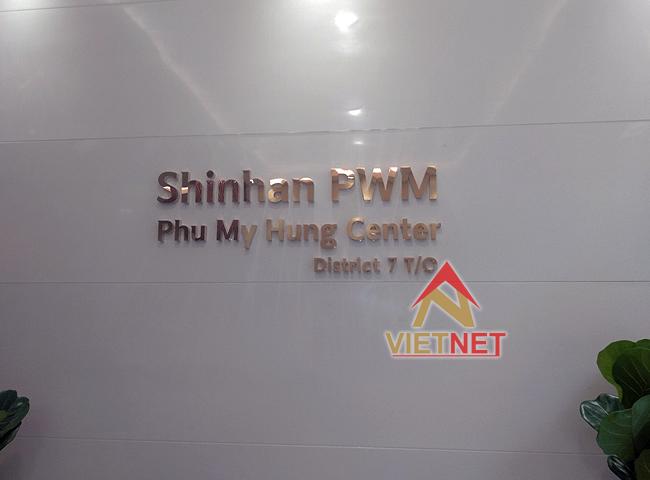 Bảng hiệu chữ inox vàng Shinhan Bank