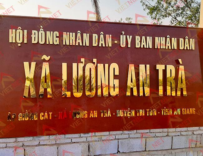 chu-inox-vang-ubnd-xa-luong-an-tra