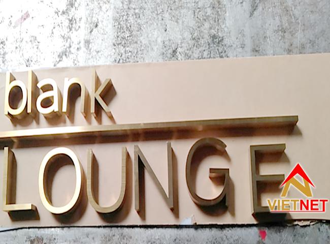 gia cong chu inox vang Blank Lounge