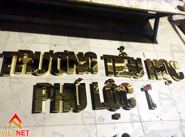 gia-cong-chu-inox-truong-tieu-hoc-phu-loc-1