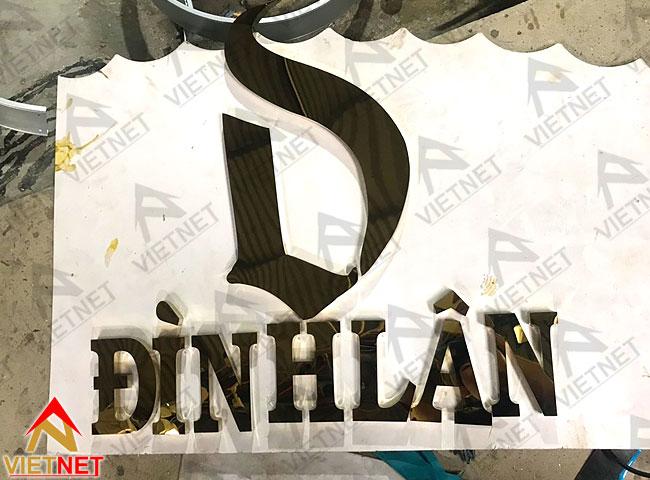 gia-cong-chu-inox-vang-va-logo-dinh-lan