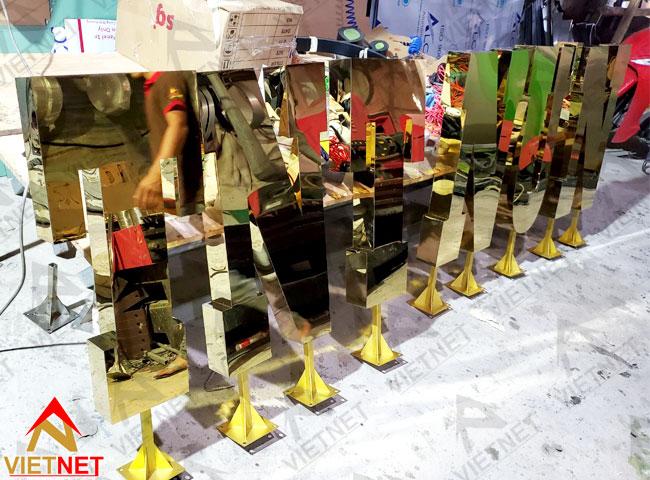 gia-cong-chu-noi-inox-vang-hotel-thien-huong
