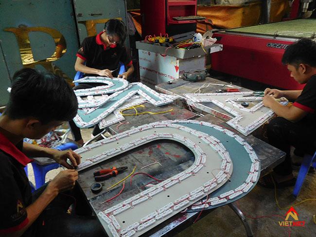 Hình ảnh sản xuất chữ inox