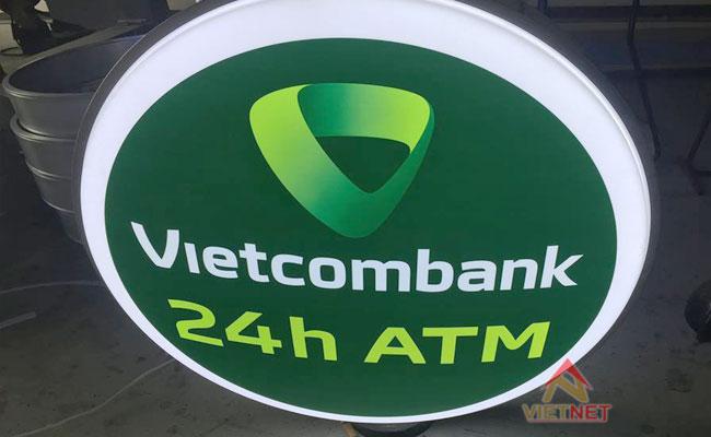 hộp đèn mica hút nổi ngân hàng vietcombank