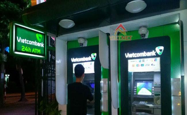 thi công gia công hộp đèn vietcombank