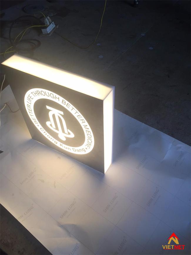Hộp đèn quảng cáo gắn tường