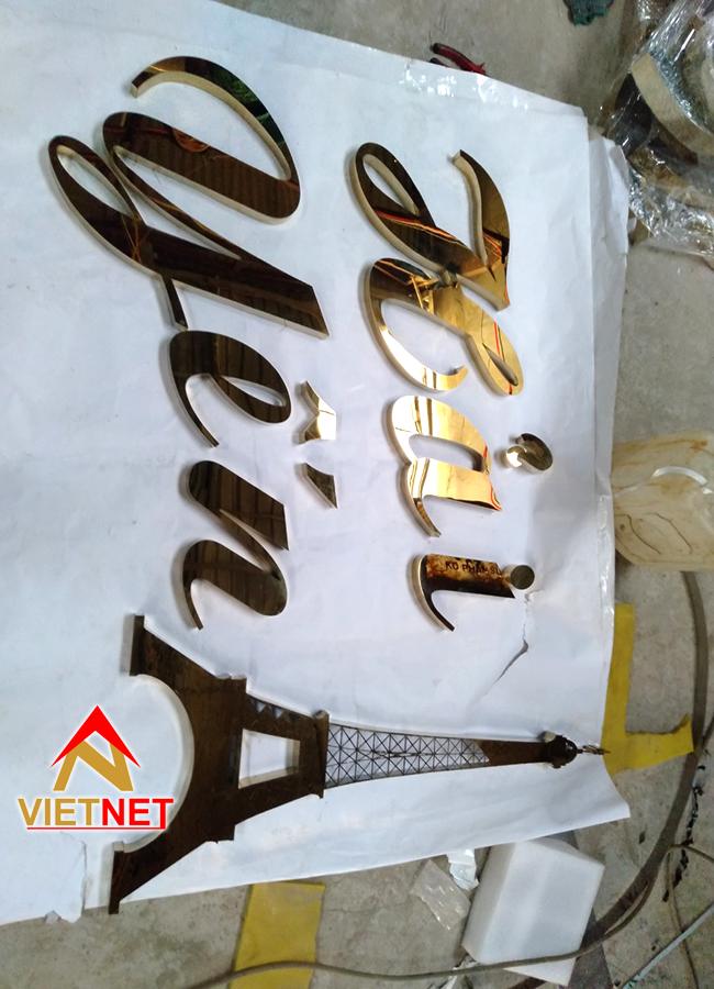 gia cong chu inox va logo cho shop thoi trang hai yen