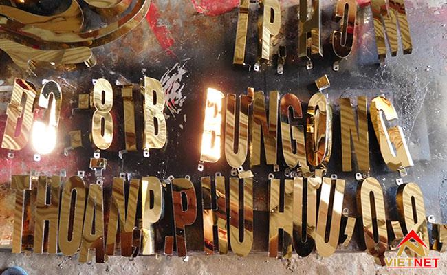 chữ inox vàng ánh gương