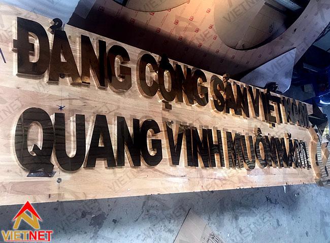 chu-inox-vang-ngoi-sao-bua-liem-dcs