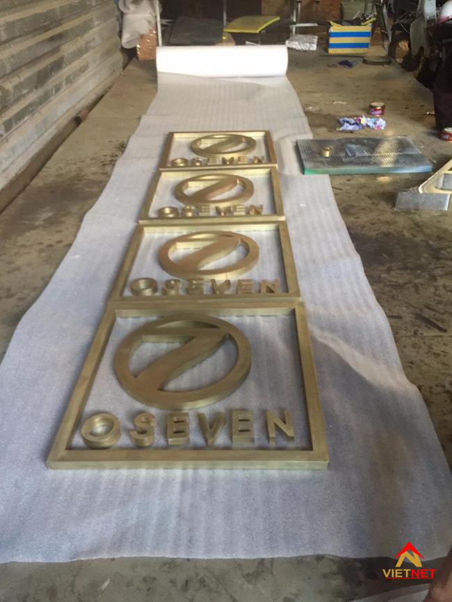 Logo chữ inox vàng oseven
