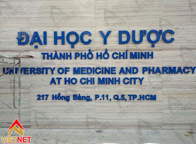 gia-cong-chu-inox-dh-y-duoc